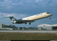 AirTran Boeing 717-231 N937AT departing Miami-International, January 2004. (Photo: Ben Wang)