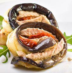 Auberginerolletjes met makreelfilets en gedroogde tomaatjes