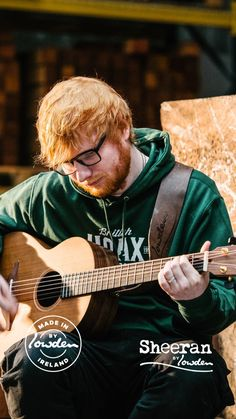 Ed Sheeran playing his guitar♥️ Ed Sheeran Love, Ed Sheeran Lyrics, Ed Sheeran Guitar, People Fall In Love, Aesthetic Pictures, Youtubers, Celebrities, Celebs, Singers