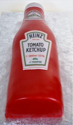""" Red and realistic bottle of Heinz ketchup. Ketchup Cake, Food Network Recipes, Real Food Recipes, Las Vegas Cake, Realistic Cakes, Bottle Cake, Baking Party, Sandwich Cake, Love Pizza"