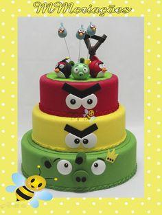 bolo todo feito em e.v.a, podendo ser feito também em outros temas R$ 140,00