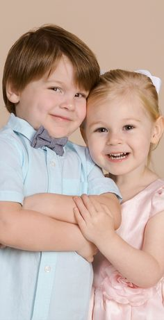 8f5d396496ca Visit our fall photography gallery for fun family and sibling ideas.