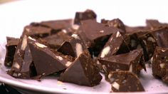 Hjemmelavet Toblerone Homemade Sweets, Homemade Candies, Chocolate Treats, Chocolate Truffles, Nut Recipes, Snack Recipes, Toblerone Cake, Condensed Milk Cake, Tummy Yummy