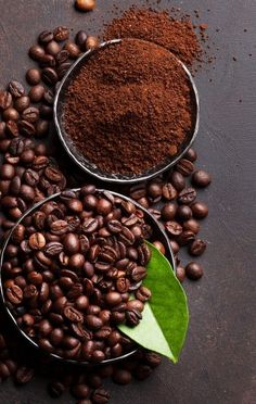 """At any time is good for """"""""a very good coffe"""""""" and the most-liked class is no doubt the espresso. Coffee Shot, Coffee Cafe, Coffee Drinks, Coffee Bean Candle, Coffee Beans, Coffee Bean Art, Coffee Photography, Food Photography, Café Chocolate"""