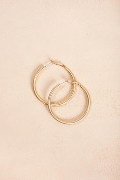 Shop the Natalie Gold Hoop Earrings-boutique clothing featuring fresh, feminine and affordable styles. Bullet Jewelry, Geek Jewelry, Gothic Jewelry, Jewelry Trends, Jewelry Accessories, Small Earrings, Cute Earrings, Gold Hoop Earrings, Gold Hoops