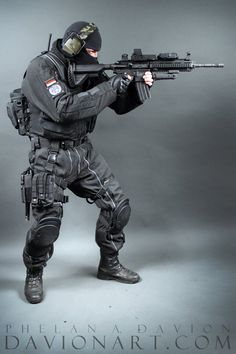 What is the Best Place to Hit With an Airsoft Gun? Action Pose Reference, Human Poses Reference, Action Poses, Hand Reference, Soldado Universal, Military Suit, Mighty Power Rangers, Military Action Figures, Military Special Forces