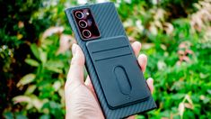 当サイトでは過去数回にわたり、Galaxyスマートフォン向けのおすすめケースとして、PITAKAのMagEZ Caseを紹介している。 同ケースは、背面にメタルプレートが内蔵されていることが特徴。PITAKAから発売され […]