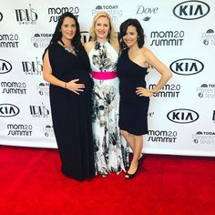 With @theeyesofaboy and @pelleriniproclaims on the red carpet at the @mom2summit Iris Awards!! These moms are mailing it happen!  #mom2summit #mom #moms #mombloggers #influencers