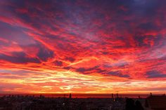 """Good morning! (II). I have the luck to awake with one of the best scenery from Barcelona as I pointed before. Is fair to say that """"There are some things money can't buy"""" but I have to pay the rent in fact :-) #dawn #barcelona #amanecer #albada #marenostrum #mediterraneo #heidimiraelsolcomosale #nofilter #barcelonaskyline #skyline #energia #despierta #awake #haveagoodday #magnificencia #wow #respiraprofundo #desdemibalcon #desdemiventana #barcelonadespierta #amanecerdeinvierno #winterdawn…"""