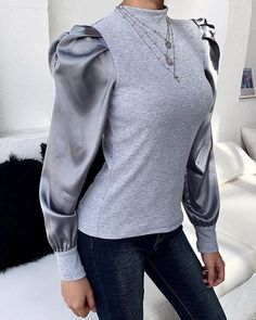 This gray blouse features puffed sleeve and high collar, and this slim blouse is for casual life, date and other occasion. Trend Fashion, Fashion Looks, Fashion Ideas, Floral Print Maxi Dress, Blouse Outfit, Sweater Design, High Collar, Mock Neck, Pattern Fashion