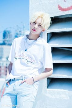 Jeonghan looking fabulous, I'll admit that I think we all kinda miss his longer hair, but dang; he looks fab