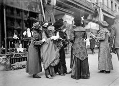 Vintage Photos: Harris & Ewing - Suffragettes