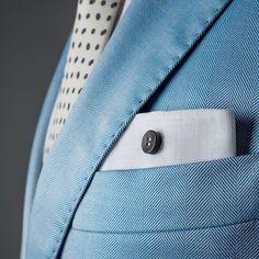 Pochette Uomo Eyelet Milano, Ebony Limited Edition. Tessuto di lino bianco, bottone di ebano. Fatto a mano in Italia. #eyeletmilano #madeinitaly #pocketsquares