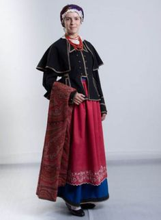 Married woman from the region of Kujawy, north-central Poland. Polish Embroidery, Folk Embroidery, Festival Costumes, Married Woman, Folk Costume, People Of The World, Traditional Outfits, Poland, Folklore