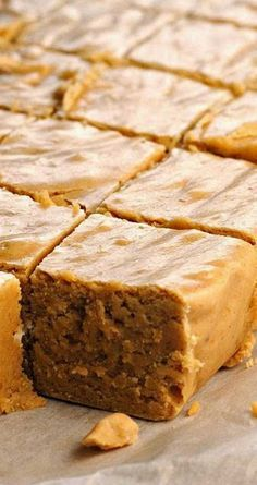 Recipe for Pumpkin Pie Fudge - Pumpkin here, pumpkin there, pumpkin pumpkin everywhere! This is by far the BEST pumpkin pie fudge recipe I've ever tasted. Fall Recipes, Sweet Recipes, Holiday Recipes, Holiday Foods, Köstliche Desserts, Dessert Recipes, Homemade Candies, Pumpkin Dessert, Fudge Recipes