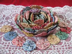 this is actually 12 feet of yo-yos sewn together as a garland. the picture shows the garland wound up, which makes a gorgeous looking flower - lovely as a garland OR stored as a rose on the table Handmade Flowers, Diy Flowers, Fabric Flowers, Quilting Projects, Sewing Projects, Yo Yo Quilt, Flower Crafts, Fabric Art, Flower Making