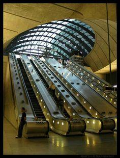 Estación metro Canary Whartf. Londres