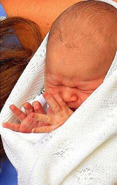 New born Baby, Prince George Alexander Louis of Cambridge's Royal wave, as his parents present him to the public on July Prince George Alexander Louis, Prince William And Catherine, Prince Charles, Baby Prince, Prince And Princess, Royal Prince, Baby George, King George, Duchess Kate