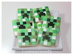 Minecraft cookies so cute Minecraft Cookies, Minecraft Party, Paint Cookies, Cookie Ideas, 7th Birthday, Creepers, Royal Icing, Cookie Decorating, Sugar Cookies