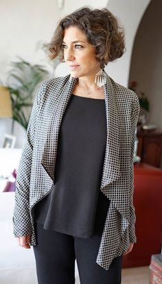 Best Outfits For Women Over 50 - Fashion Trends Fall Fashion Trends, 50 Fashion, Plus Size Fashion, Autumn Fashion, Fashion Outfits, One Step, Fashion For Women Over 40, Look Chic, Old Women