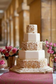 Hand painted wedding cake in neutral colors Luxury Wedding Cake, Beautiful Wedding Cakes, Beautiful Cakes, Perfect Wedding, Luxury Cake, Gold Wedding, Cake Wedding, Amazing Cakes, Elegant Wedding