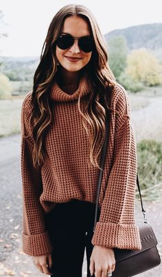 Big chunky sweater. Knitted sweater, big black glasses, ombre hair Pinterest: ledolinhgiang