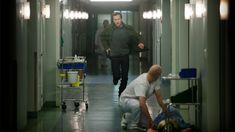 Komisarz Linna (w tej roli jak zwykle znakomity Tobias Zilliacus) kieruje zespołem śledczym w sprawie potwornego morderstwa. Sprawa dotyczy zabójstwa rodziny, z której ocalał jedynie nastoletni chłopak. Ponieważ było to dla niego przeżycie traumatyczne, jest w tak kiepskim stanie, że nie można go przesłuchać. Joona Linna prosi o pomoc psychiatrę Erika (Mikael Persbrandt). Żeby wydobyć zeznania od chłopaka, doktor Barka rozpocznie seans hipnozy, który narazi na niebezpieczeństwo nie tylko…