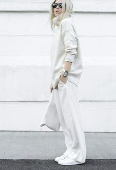 Figtny is a picture in all-white! We love this roll neck sweater and wide leg trousers combination. White Fashion, Look Fashion, Fashion Outfits, Woman Outfits, Sneakers Fashion, Fashion Ideas, All White Outfit, White Outfits, All White Clothes