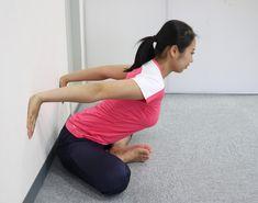 壁を使う方法2 Trigger Points, Survival Tips, Stretching, Anatomy, Health Fitness, Stretching Exercises, Fitness, Sprain, Health And Fitness