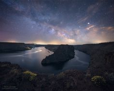 I shot this a couple weeks ago at one of my favorite stargazing spots in Central Oregon. Lake Billy Chinook USA. [OC][2000x1600]