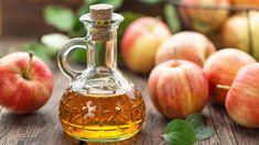 Jablko je u nás jako ovoce velmi oblíbené a někdy se z něj dělá také ocet. Často je označován jako elixír mládí, zdraví a štíhlosti. Obsahuje totiž celou řadu vitaminu, enzymů a minerálů a nechybí mu ani antibakteriální účinky. Jak se vlastně vyrábí a na co všechno je dobré ho využít? Apple Health Benefits, Apple Cider Benefits, Infection Des Sinus, Apple Cider Vinegar Health, Anti Cholesterol, What Is Apple, Creme Anti Rides, Vinegar Weight Loss, Acide Aminé