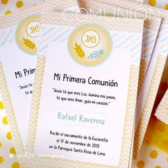 Estampita de Comunión para varón en amarillo y verde ::: Vuelta Manzana ::: Ideas Para Fiestas, First Communion, Stationery, Baby Shower, Invitations, Cards, Decoupage, First Holy Communion, Eucharist