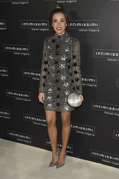 Fiesta 20 aniversario de Intimissimi. Silver little dress with stars print+silver pumps+silver clutch. Fall Evening Event Outfit 2016