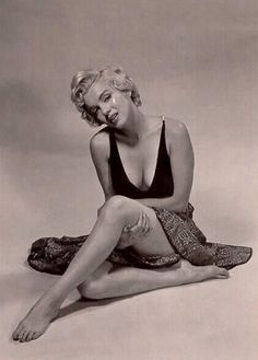 Norma Jeane (Marilyn Monroe) Parte Sesenta y cuatro Art Marilyn Monroe, Estilo Marilyn Monroe, Classic Hollywood, Old Hollywood, Philippe Halsman, Joe Dimaggio, Actrices Hollywood, Celebrity Gallery, Norma Jeane