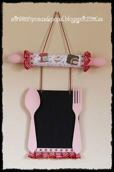 ENTRE MARIPOSAS DE PAPEL: Pizarra para cocina Crafts To Make And Sell, Diy Crafts For Kids, Arts And Crafts, Foam Crafts, Craft Stick Crafts, Paper Crafts, Wooden Spoon Crafts, Wooden Diy, Cupcake Kitchen Decor
