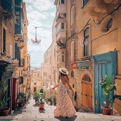 The magical streets of Malta and beauty in the Auguste Helena Apron Dress The perfect dress for weekends and exploring new places. Julia you wear this dress so beautifully Travel Icon, New Travel, Malta Beaches, Malta Valletta, Malta Island, Cruise Destinations, Holiday Destinations, Foto Casual, Scenic Photography