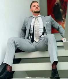 Sharp Dressed Man, Well Dressed Men, Mens Fashion Suits, Mens Suits, Black Outfit Men, Costume Sexy, Stylish Mens Outfits, Dress Socks, Suit And Tie