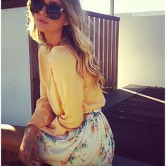 Oversized shades, floral print. Love the colors and the outfit.