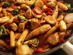 Naan, Kung Pao Chicken, Wok, Food And Drink, Pasta, Vegetables, Ethnic Recipes, Red Peppers, Vegetable Recipes
