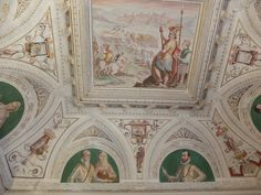 Palacio. Frescos del techa de  sala del primer piso.Aparecen en él miembros de la familia del Marques de Santa Cruz
