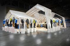 Great example of turning your booth into a retail store! - ISPO