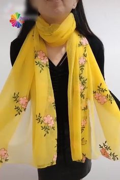 Lovely tips - - Lovely tips DIYs Beautiful 12 ways tying scarfs Ways To Tie Scarves, Ways To Wear A Scarf, How To Wear Scarves, Diy Fashion, Ideias Fashion, Fashion Dresses, Fashion Tips, Scarf Knots, Scarf Dress
