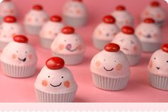 As a fan of Cakespy and Bakerella, these are right up my alley!  Love their cute and happy little faces with different expressions.  Thanks Bakerella!