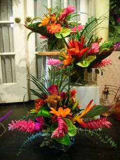 32 Ideas Wedding Flowers Tropical Floral Arrangements For 2019 Tropical Wedding Centerpieces, Tropical Wedding Decor, Wedding Arrangements, Tropical Decor, Floral Centerpieces, Hawaiian Centerpieces, Tropical Flowers, Tropical Flower Arrangements, Exotic Flowers