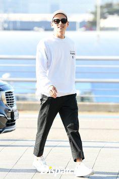 Ji Chang Wook Goes Trendy Casual Leaving Incheon Airport for Okinawa Korean Men, Korean Actors, Sofia Coppola, Hyun Bin, Ji Chang Wook, Incheon, Looking Forward To Seeing, Airport Style, Okinawa