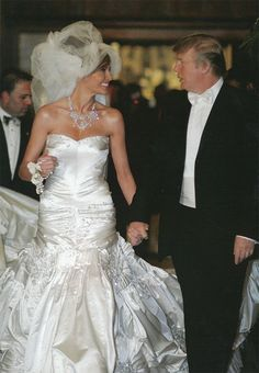 Donald Trump is now officially the new president of the USA and his beautiful wife Melania Trump is the first lady of the USA. Trump Melania, Melania Trump Wedding, Melania Knauss Trump, Donald And Melania Trump, First Lady Melania Trump, Celebrity Wedding Photos, Celebrity Weddings, Celebrity Wedding Dresses, Donald Trump Wedding