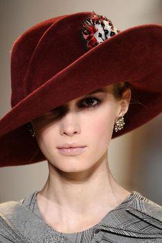 Carolina Herrera - Hats for lady Caroline Reboux, Stylish Hats, Church Hats, Fancy Hats, Wearing A Hat, Love Hat, Turbans, Red Hats, Derby Hats