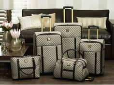 luggage set - Love that it include a rolling duffel and tote bag