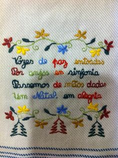 Lenço dos namorados Filet Crochet, Christmas Time, Stitching, Alice, Embroidery, Sewing, Simple Embroidery, Cute Ideas, Boyfriends