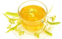 Linden tea helps boost immunity, prevent chronic diseases, relaxes the mind, detoxifies the body, and improves digestion. Linden tea also aids in improving heart health. Detox, High Resolution Picture, Natural Medicine, Moscow Mule Mugs, Home Remedies, Health Benefits, Tea Cups, Tableware, Anne